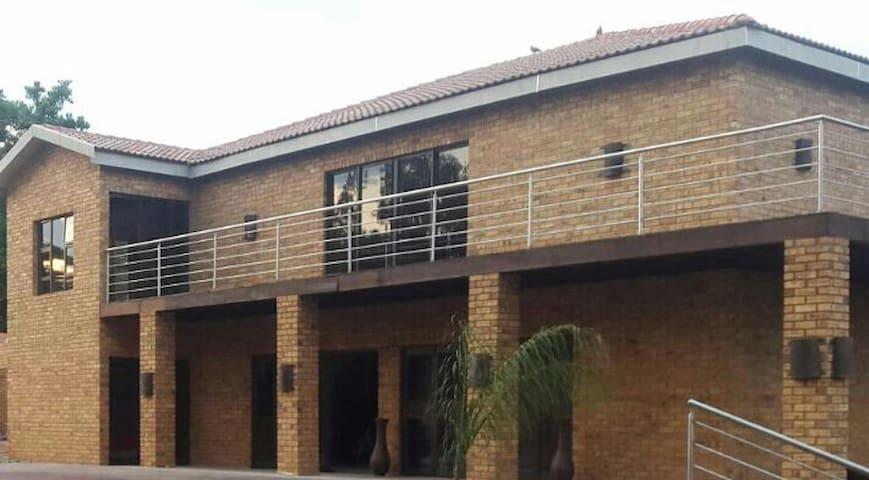 Tshetledi Guesthouse