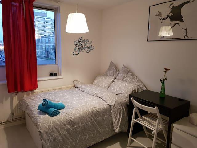 Trendy Room in Zone 2   (1)