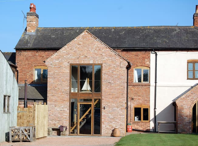 The Stables At Barnacles. Countryside Property