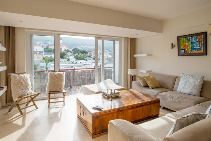 Very central, sunny apartment