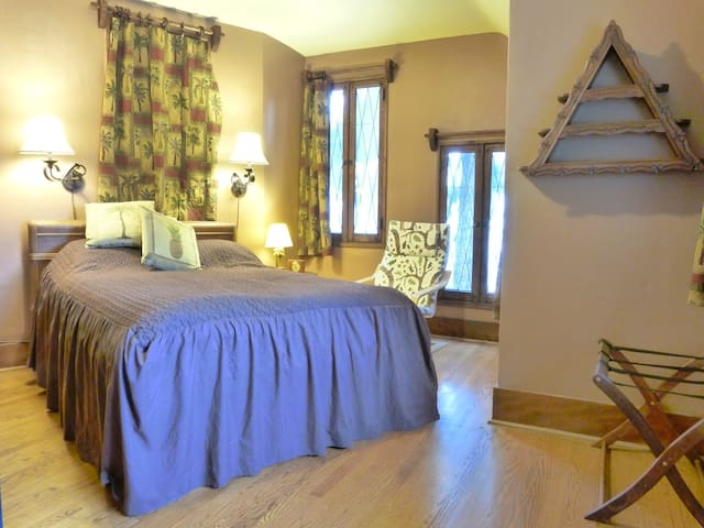 Private Room+Bath in Historic Famous Fantasy House - Los Angeles - Huis
