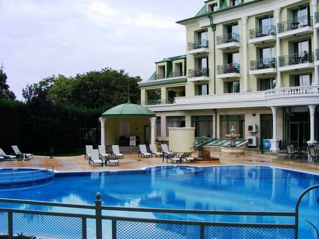 Luxury Apartment in a Gated Complex - Saints Constantine and Helena - Byt