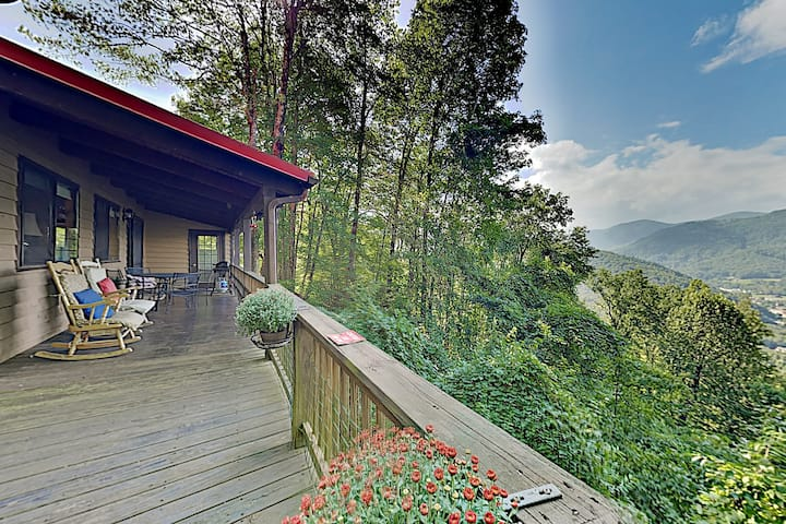 The Hawk's Nest: 2 Acres, Big Valley View, Hot Tub