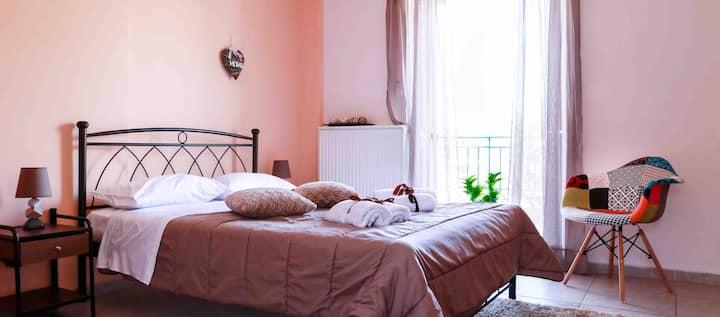 Artemi's place (Bright apartment near airport)