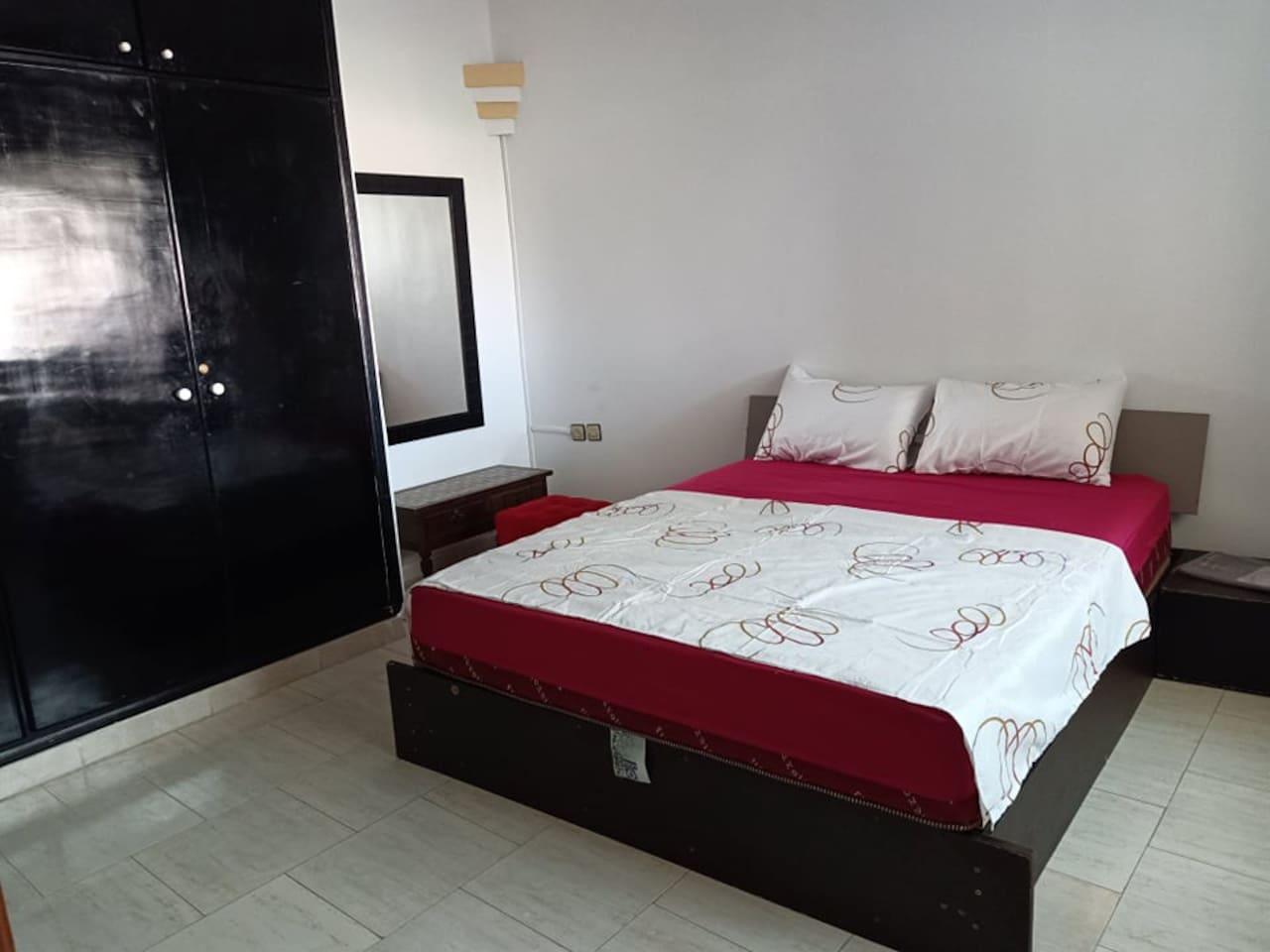 Chambre pour deux personnes avec un lit double