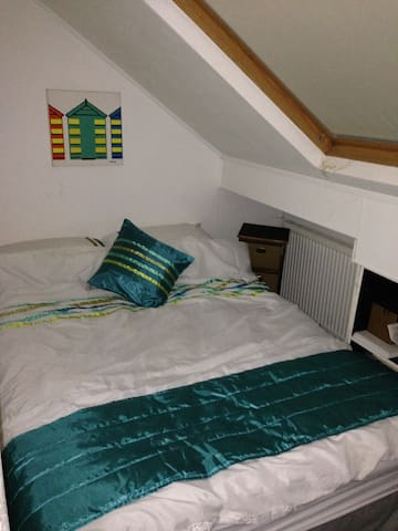 Single Room with WIFI - Leeds