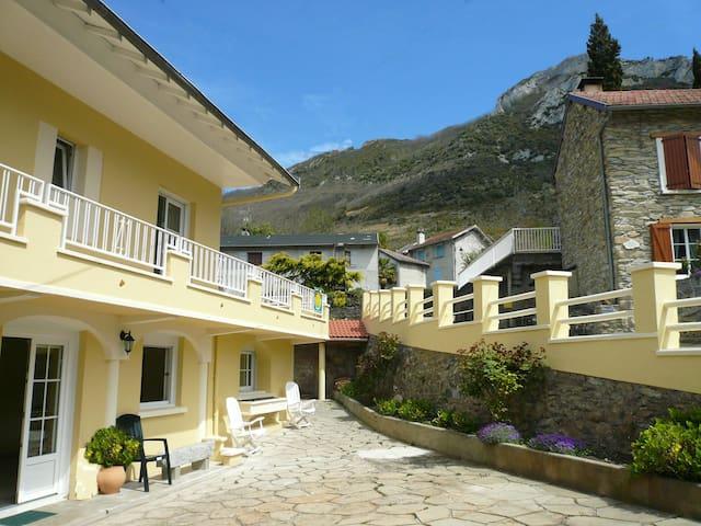 Très jolie maison de village . Ariège - Pyrénées .