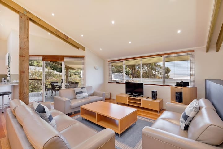 Executive Villa at Tathra Beach House - Tathra - Villa