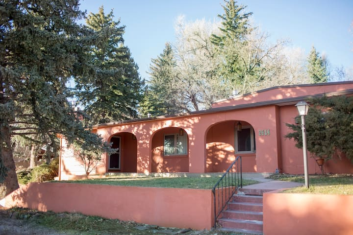 The Colorado Casa- Large yard, Park Trails & Views
