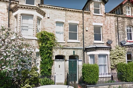 Charming townhouse near the centre. - York - Ev