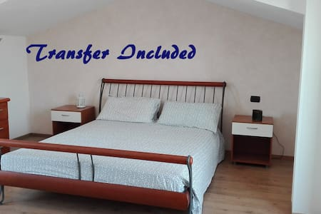 Stunning, wide room with airport transfer included - Ciampino - Дом