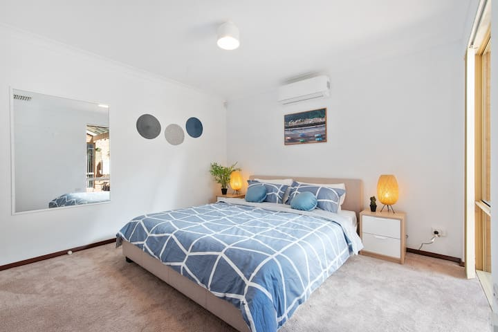 Master Bedroom - King Size Bed, Reverse Cycle Air-conditioning.