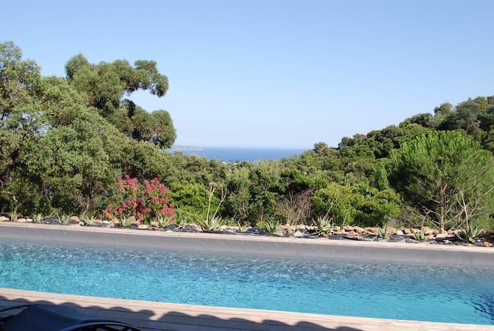 Villa provencale 10 pax,  piscine, superbe vue mer