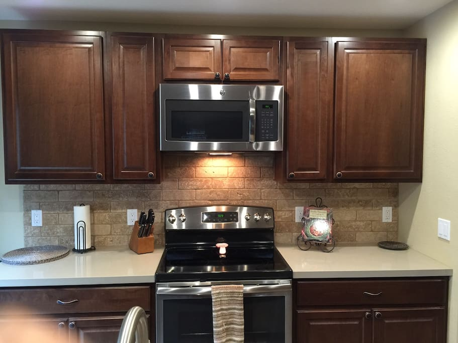 Fully equipped brand new kitchen.dishwasher,micro,garbage disposal, instant hot water.
