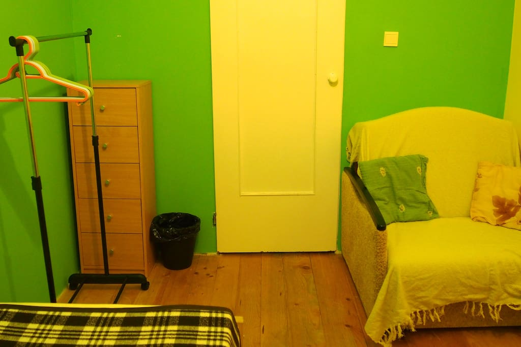 wieszak, szafka, śmietnik, rozkładana kanapa/hanger, drawer, trash bin, foldable sofa