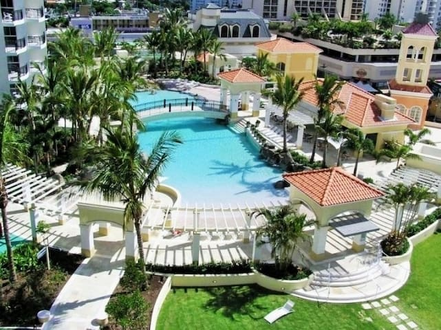 Perfect Location, Comfy 2 BR Apt in Iconic Resort