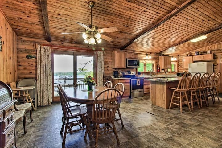 Spacious Lakefront Cabin - Family & Pet Friendly!