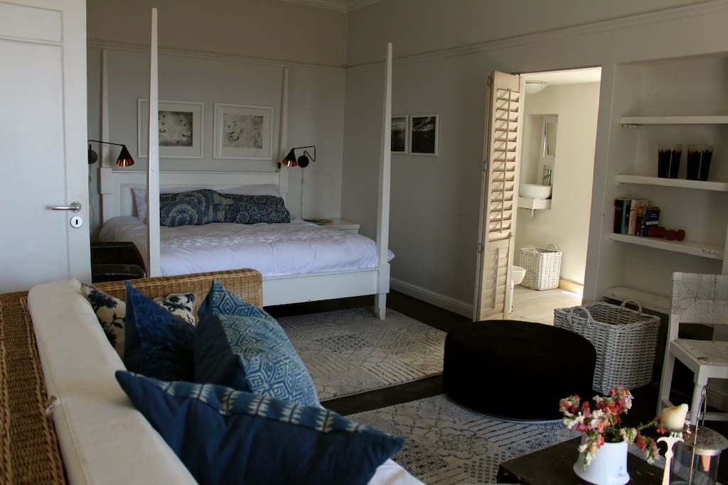 Suite with a kingsize bed and bathroom ensuite