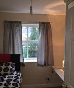 Single room in Crawley town centre - Crawley