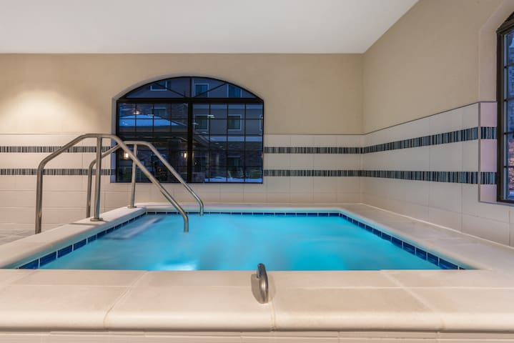 Accessible Queen Suite | Free Daily Breakfast, Business Center + Heated Indoor Pool Access