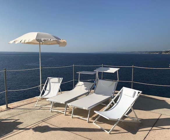 Luci D'Oriente : Mediterranean sunshine  sea view.