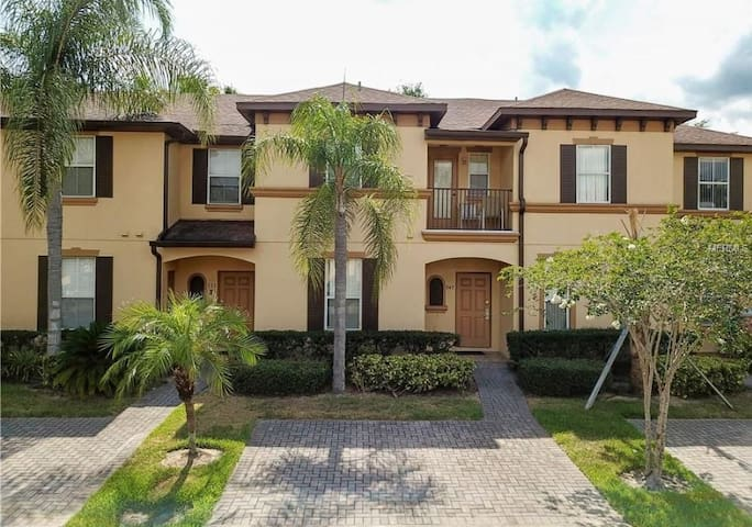 Regal Palms Family Friendly Townhome