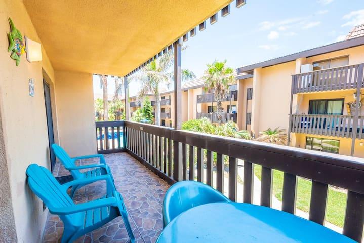 Cozy condo in Tiki complex with private beach access