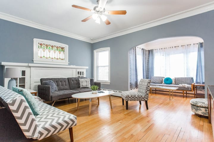 Very Spacious Vintage Gem with New Decor