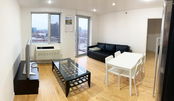 ⛅️ TOP FLOOR PENTHOUSE 🚶8 MIN WALK TO MAIN ST