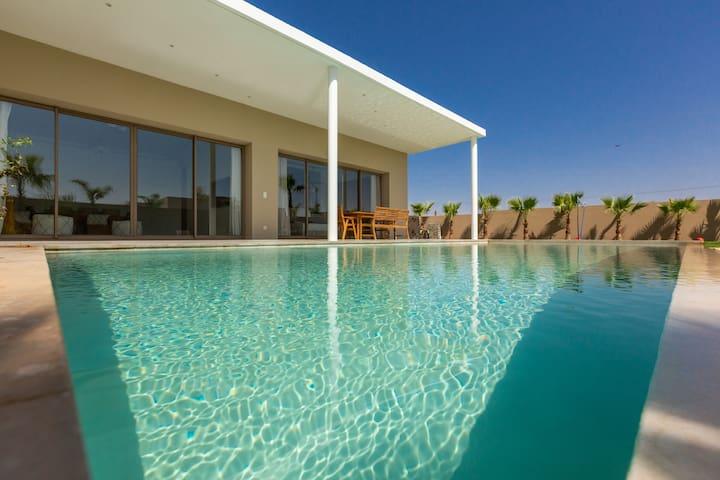 Belle Villa Sans Vis à Vis et Piscine Chauffée
