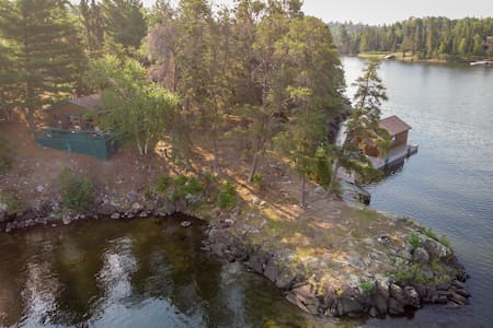 Private Island #4 Cabin- at Totem Lodge