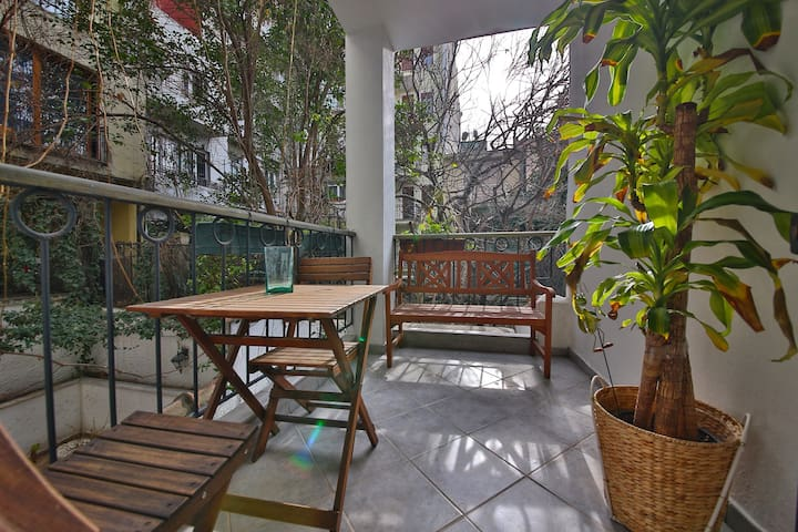 Centrally Located Apt w/ a Balcony - Istanbul - Wohnung