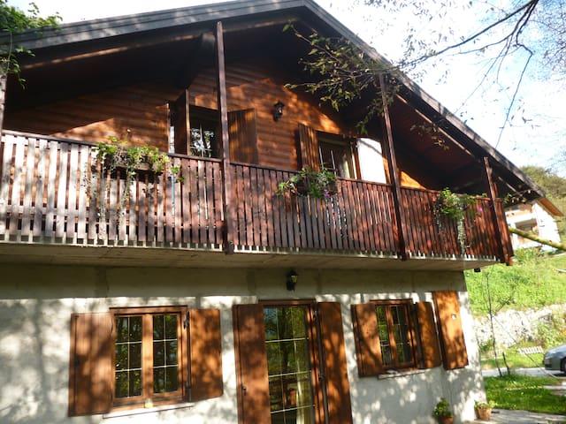 Гостиный дом в живописном месте с видом на горы - Kobarid - Casa