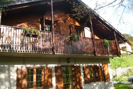 Гостиный дом в живописном месте с видом на горы - Kobarid - Ev