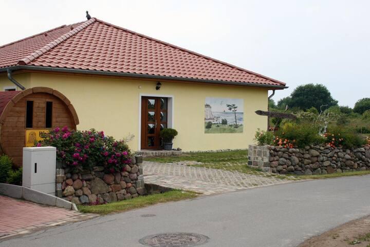 Ferienwohnung Wildrose für 5 Personen in Lancken
