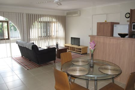 Self Contained Granny Flat - Burleigh Waters