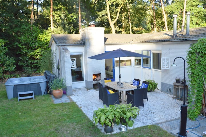 Detached villa with enclosed wooded garden with lawn, jacuzzi and infrared sauna