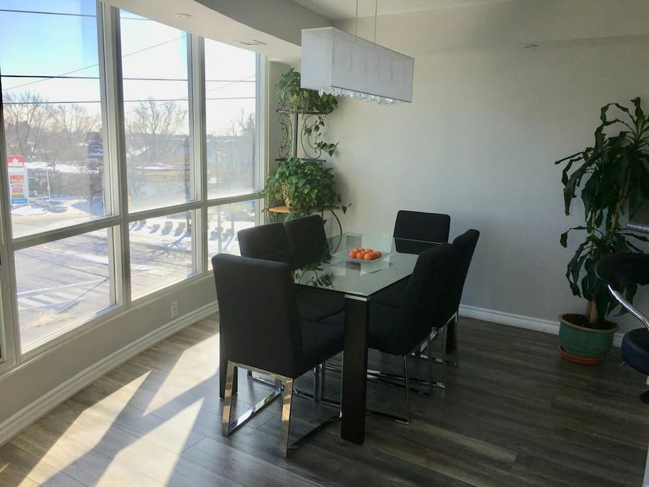 Dinning Area - Electronic Blinds fully opened to enjoy the sun/view (left)