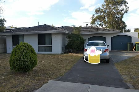 Single room in quiet Willetton