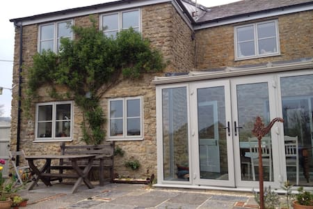 B&B in sunny, comfortable cottage. - Beaminster - Inap sarapan