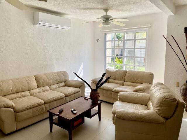 Casa en excelentes condiciones con alberca comun
