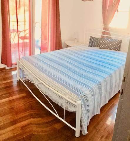 2. Schlafzimmer mit Balkon