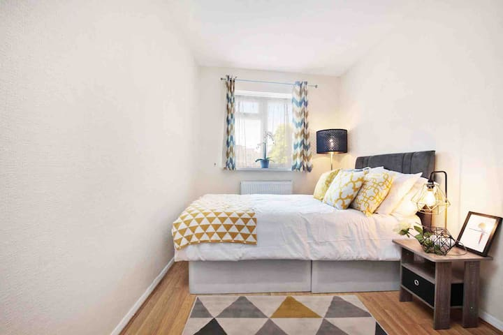 BRAND NEW 2 BED FLAT IN PRIME CHISWICK!