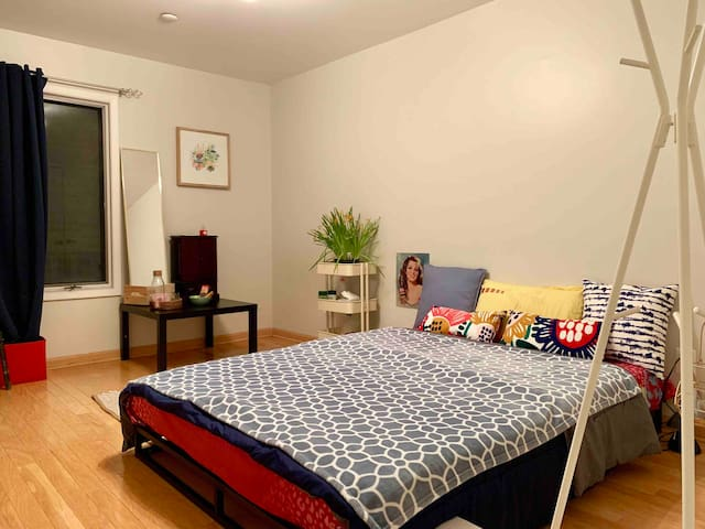 CoupleFriendly 1Bed1Bath Best Retreat! Mins to NYC