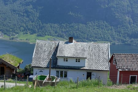 Farmhouse with beautiful view - Sogndal