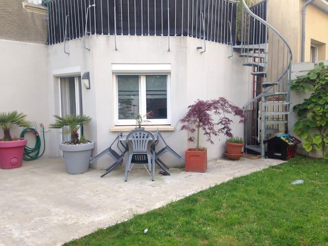 Chambre meublée indépendante - Caen - Casa
