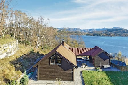 Holiday cottage with 6 bedrooms on 110m² in Sandnes