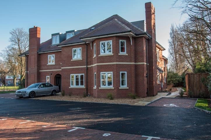 Frimley - Old Rectory Court(Two Bedroom Apartment) - Frimley - Apartament
