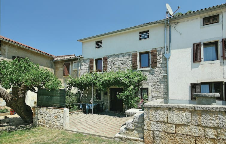 Terraced house with 3 bedrooms on 91 m² in Porec