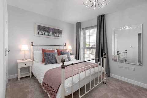 Brand new home, wake up to views of the Castle!
